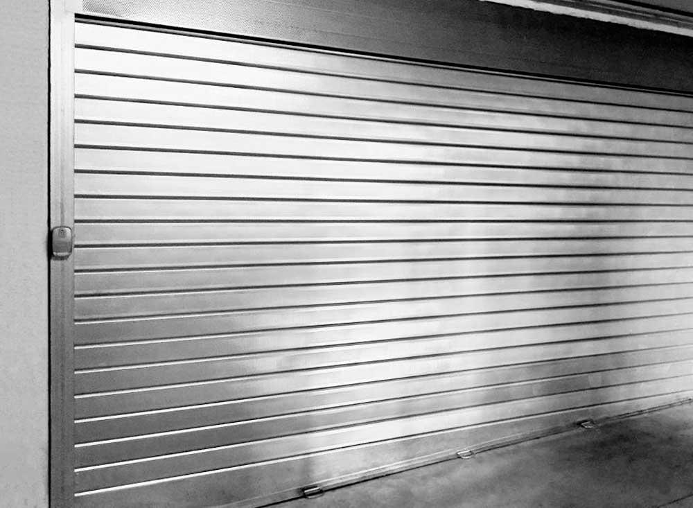 Cerradura persiana met lica cerrajero en sevilla sevikey for Persiana metalica enrollable precio